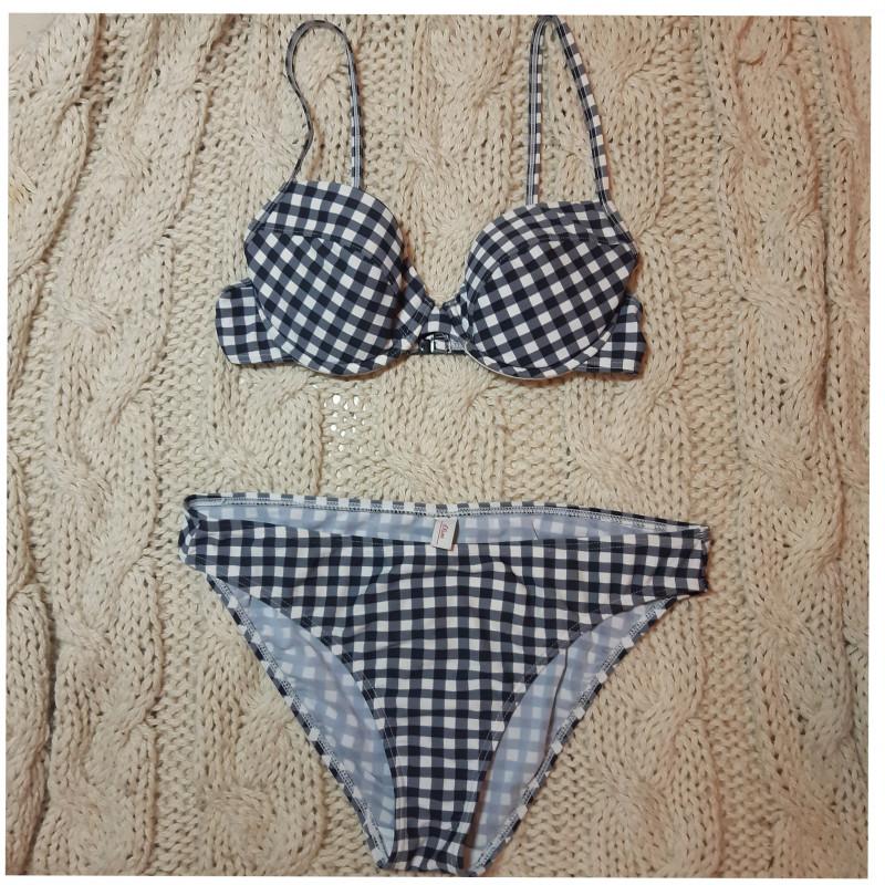 Bikini M .