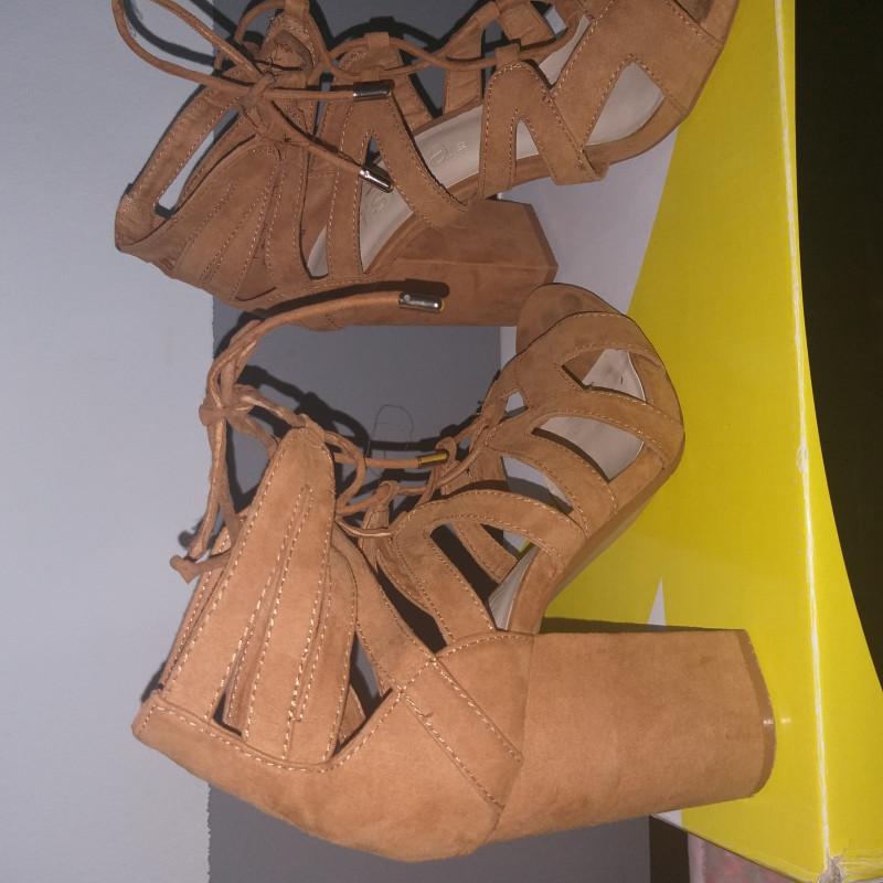 Sandales 38 BERSHKA